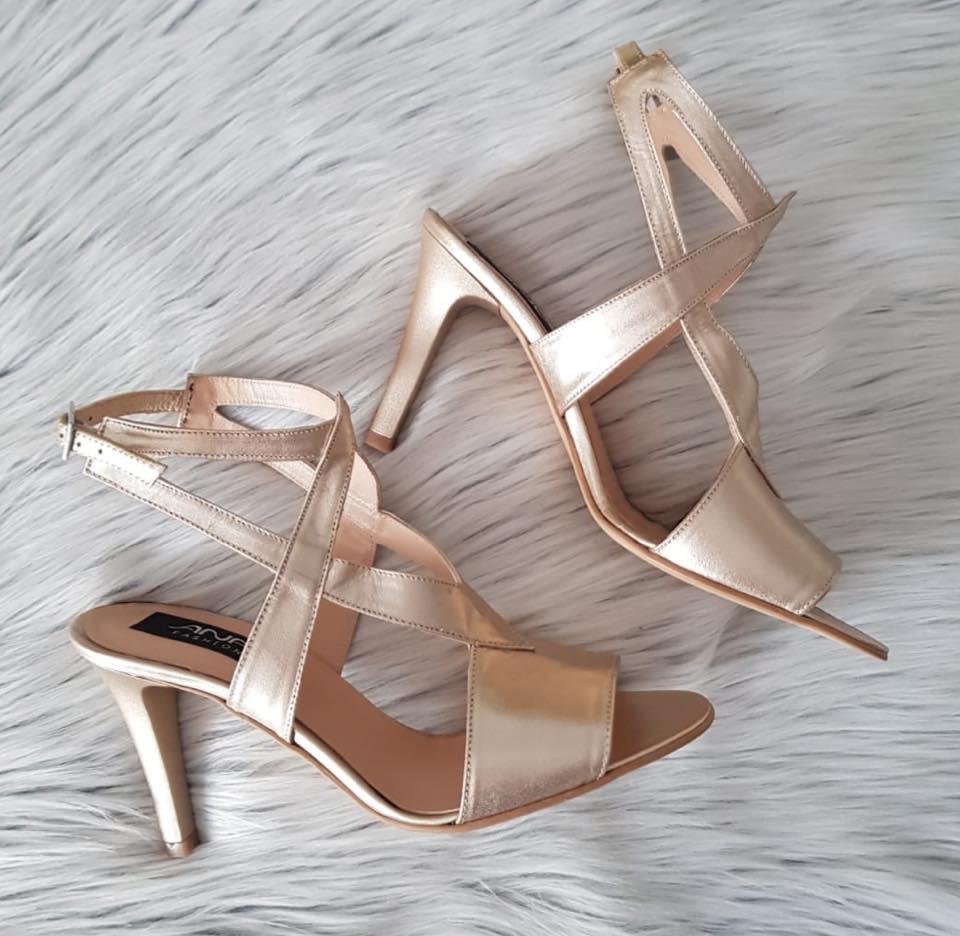 sandale la comanda