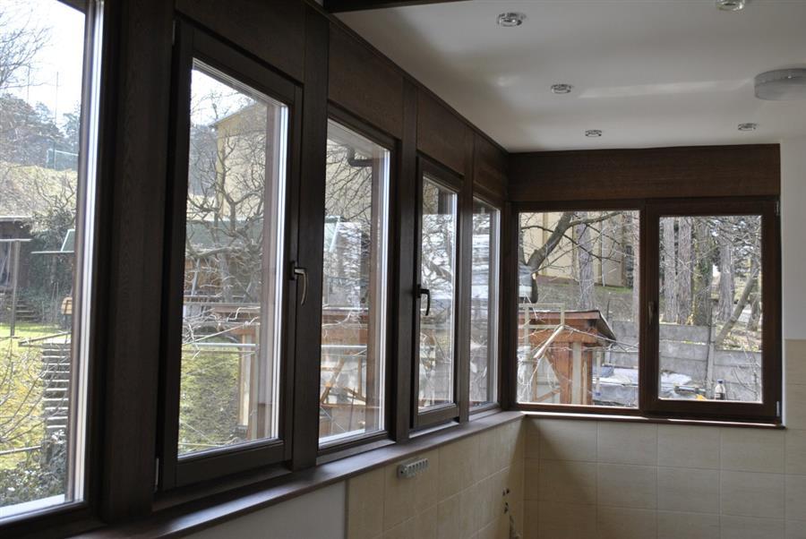Această imagine are atributul alt gol; numele fișierului este ferestre-pvc-balcon-suceava.jpg